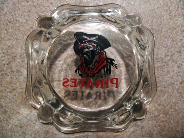 1950'S PITTSBURGH PIRATES TEAM GLASS ASHTRAY